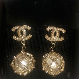 Chanel gold pearl earrings